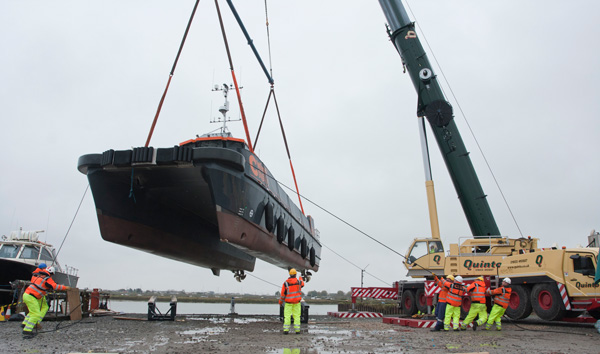 Quinto Crane & Plant Contract Lift for CWind vessel into the water