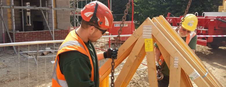 Quinto Crane Supervisor and Slinger working hard on site